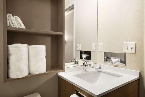 Microtel Inn & Suites by Wyndham Lynchburg - Lynchburg - Phòng tắm