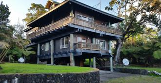 Volcano Acres Ranch Bed and Breakfast - Volcano - Building
