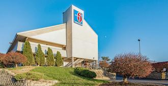 Motel 6 Cincinnati Central - Norwood - Cincinnati - Building