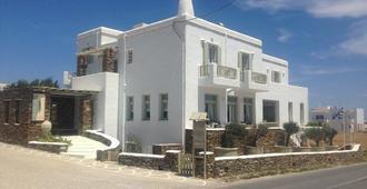 Altana - Tinos - Edificio