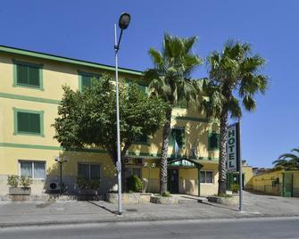 Hotel Martini - Касорія - Building