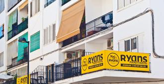 Ryans Pocket Hostel - Ibiza - Edificio