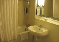 Campanile Epernay Dizy - Dizy - Bathroom