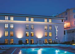 Radisson Blu Hotel, Marseille Vieux Port - Marseille - Building