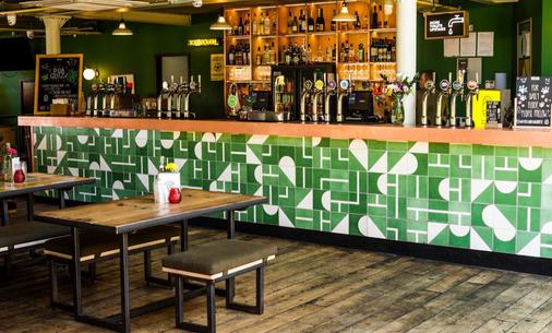 Art Hostel - Leeds - Bar