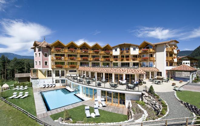 Hotel Chalet Tianes - Kastelruth - Rakennus