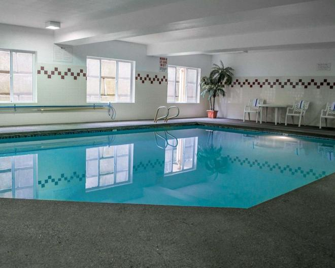 Comfort Suites Southwest - Portland - Pool