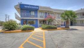 Motel 6 San Antonio - Ft Sam Houston - San Antonio - Rakennus