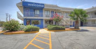 Motel 6 San Antonio-Sam Houston - Сан-Антонио - Здание