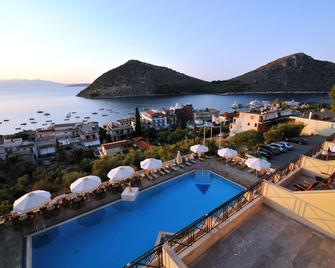 King Minos - Tolo - Pool