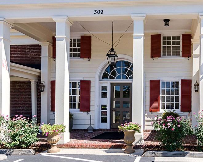 Rodeway Inn Historic - Williamsburg - Building