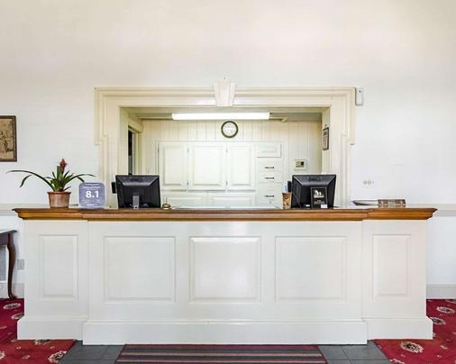 Rodeway Inn Historic - Williamsburg - Front desk