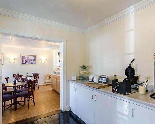 Rodeway Inn Historic - Williamsburg - Buffet