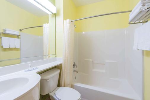 溫德姆堡麥克羅特套房酒店沃斯諾斯/艾特福斯爾酒店 - 沃斯堡 - 沃思堡 - 浴室