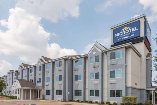 Microtel Inn & Suites by Wyndham Ft. Worth North/At Fossil - Fort Worth - Building