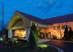 DoubleTree Suites by Hilton Cincinnati - Blue Ash - Sharonville - Building