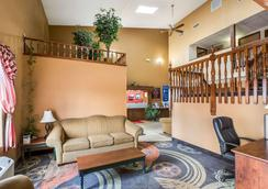 Econo Lodge Inn & Suites - Fairview Heights - Lobby