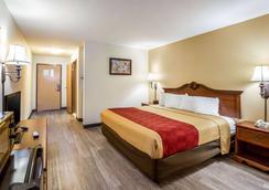 Econo Lodge Inn & Suites - Fairview Heights - Bedroom