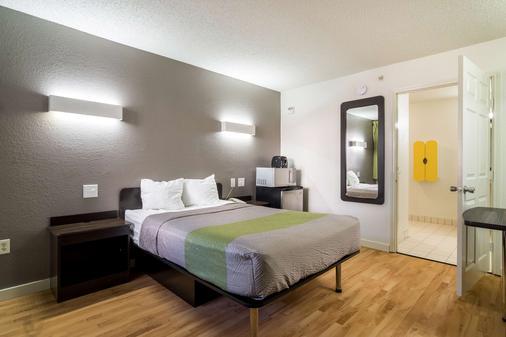 Studio 6 Dallas-Plano Medical Center - Plano - Schlafzimmer