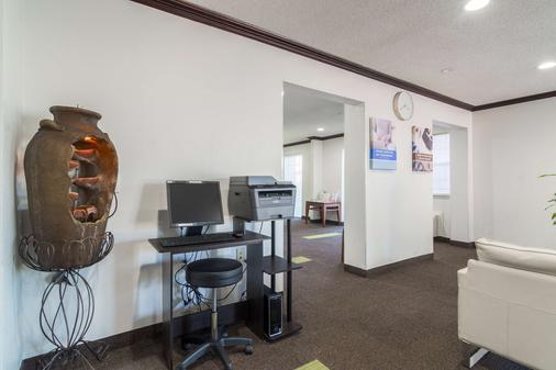 Studio 6 Dallas-Plano Medical Center - Plano - Business Center