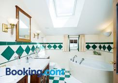 Gasthof Schopper - Breitenbach am Inn - Bathroom