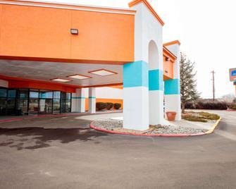 Howard Johnson by Wyndham Gallup - Gallup - Gebäude
