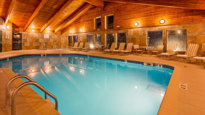 Best Western Plus Sidney Lodge - Сидней - Бассейн
