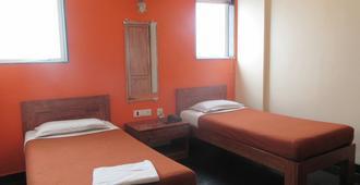 Hotel Q Deck - Mumbai - Bedroom