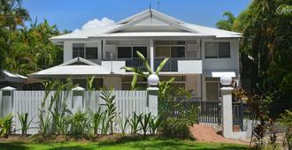 Seascape Holidays - Tropic Sands - Port Douglas - Building