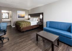 Days Inn by Wyndham Goose Creek - Goose Creek - Bedroom