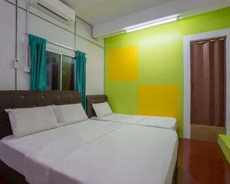 Spot On 89788 Musafir Transit Hotel - Kampung Baharu Nilai - Bedroom
