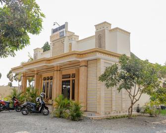 Spot On 1847 Hotel Maya - Blitar - Building