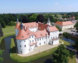 Schlosshotel Fürstlich Drehna - Luckau - Building