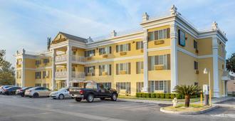 Quality Inn - Tulare