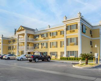 Quality Inn - Tulare - Building