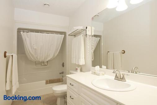 Bow River Inn - Cochrane - Bathroom
