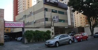 Pinheiros Hotel - גואיאניה - בניין