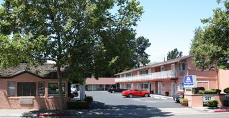 Americas Best Value Inn Sky Ranch - Palo Alto - Building