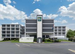 Quality Inn and Conference Center - Richmond - Building