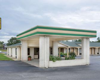 Super 8 by Wyndham Sumter - Sumter - Building