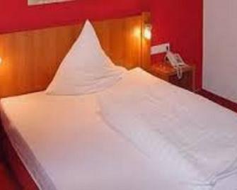 Hotel zur Krone Garni - Wuppertal - Bedroom