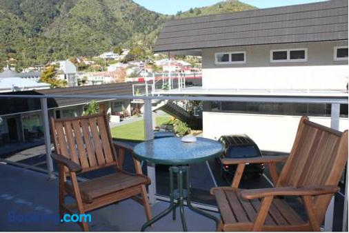 Picton Accommodation Gateway Motel - Picton - Balcony