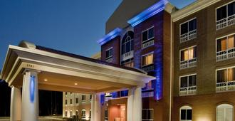 Holiday Inn Express Hotel & Suites Raleigh Sw Nc State - Raleigh - Byggnad