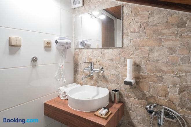 Restaurace a Penzion U Doubku - Břeclav - Bathroom