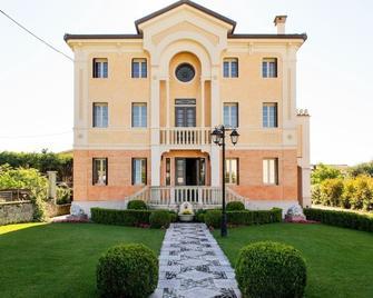 B&B Liberty - Crespano del Grappa - Building