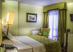 Hotel La Bussola - Novara - Bedroom