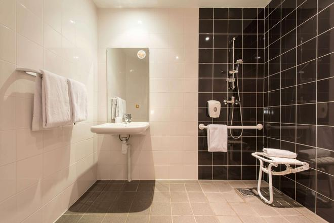 Premiere Classe La Rochelle Centre Les Minimes - La Rochelle - Phòng tắm