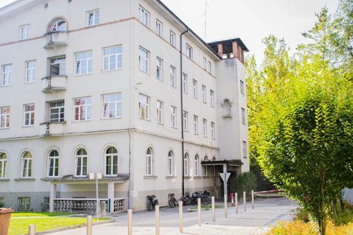 C - Punkt Hostel - Ljubljana - Building