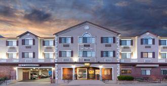 Super 8 by Wyndham San Bruno /SF Intl Arpt West - San Bruno