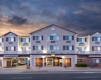 Super 8 by Wyndham San Bruno /SF Intl Arpt West - San Bruno - Gebouw